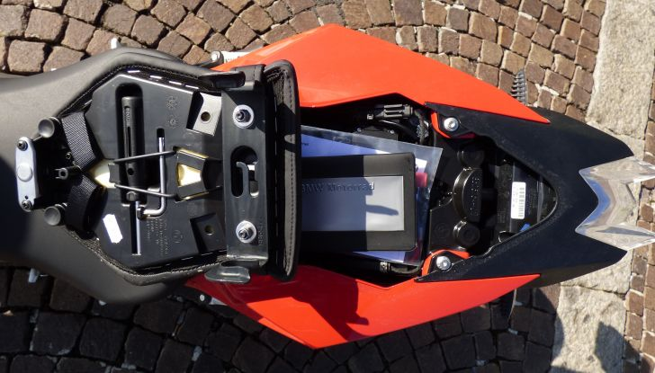 BMW S 1000 R, prova su strada:  Red Naked Redemption! - Foto 30 di 36
