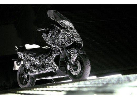 BMW Scooter: nuove foto spia dello scooter in versione turistica - Foto 9 di 14