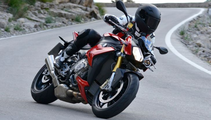 BMW S 1000 R, prova su strada:  Red Naked Redemption! - Foto 1 di 36