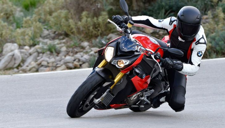 BMW S 1000 R, prova su strada:  Red Naked Redemption! - Foto 3 di 36