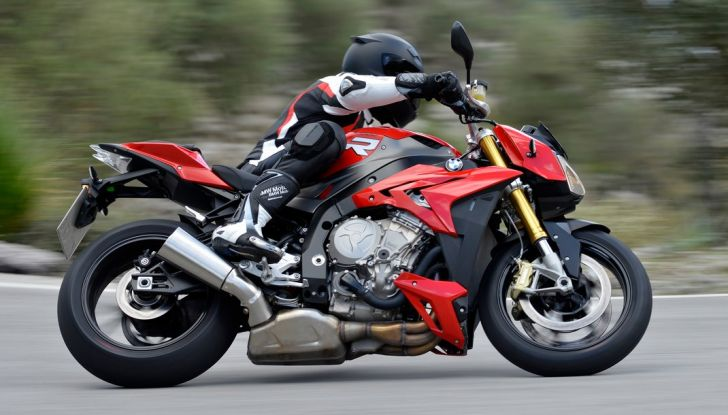BMW S 1000 R, prova su strada:  Red Naked Redemption! - Foto 8 di 36