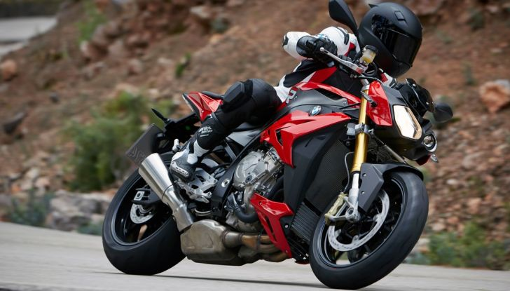 BMW S 1000 R, prova su strada:  Red Naked Redemption! - Foto 9 di 36