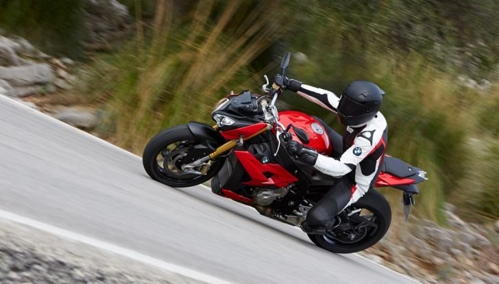 BMW S 1000 R, prova su strada:  Red Naked Redemption! - Foto 10 di 36