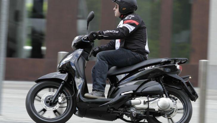 Prova Peugeot Tweet: lo scooter cittadino si fa in due - Foto 3 di 15