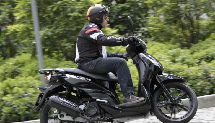 Prova Peugeot Tweet: lo scooter cittadino si fa in due - Foto 2 di 15