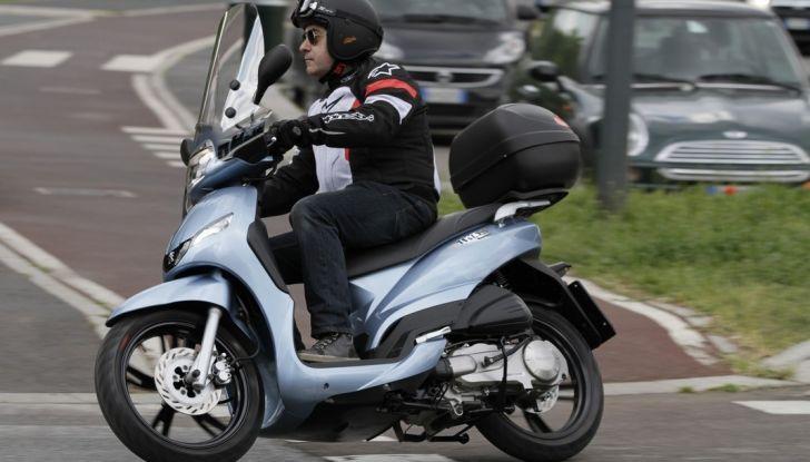 Prova Peugeot Tweet: lo scooter cittadino si fa in due - Foto 13 di 15