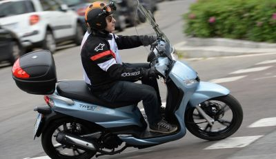 Prova Peugeot Tweet: lo scooter cittadino si fa in due