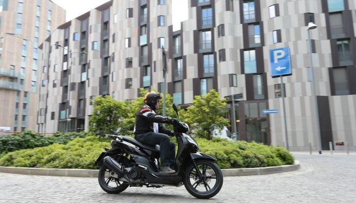 Prova Peugeot Tweet: lo scooter cittadino si fa in due - Foto 8 di 15