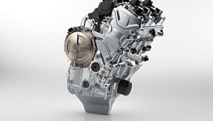 BMW S1000RR 2019: sportiva di razza con componenti M Performance Parts - Foto 6 di 10