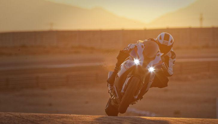 BMW S1000RR 2019: sportiva di razza con componenti M Performance Parts - Foto 10 di 10
