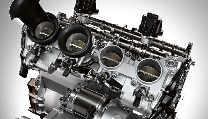 BMW S1000RR 2019: sportiva di razza con componenti M Performance Parts - Foto 7 di 10