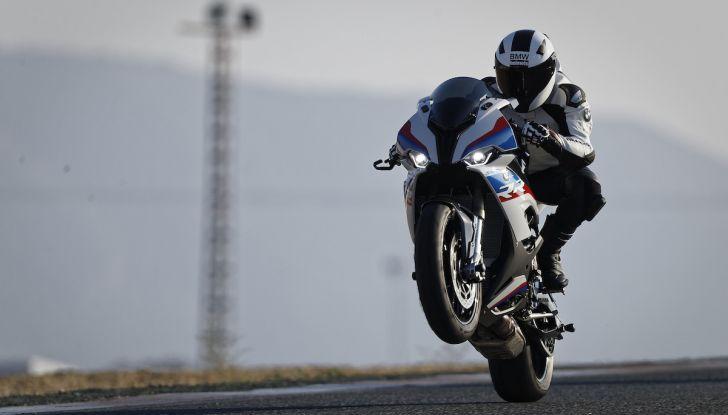 BMW S1000RR 2019: sportiva di razza con componenti M Performance Parts - Foto 1 di 10