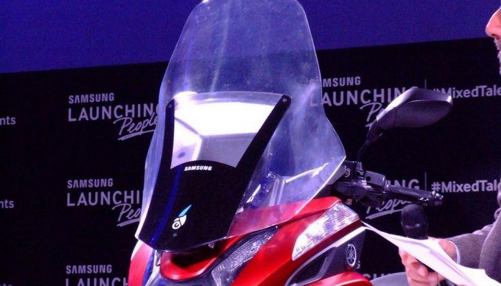 Samsung e Yamaha presentano il Tricity con Smart Windshield - Foto 2 di 27