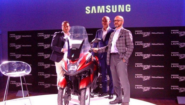 Samsung e Yamaha presentano il Tricity con Smart Windshield - Foto 13 di 27