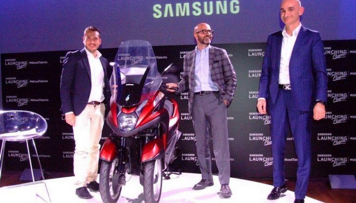 Samsung e Yamaha presentano il Tricity con Smart Windshield - Foto 14 di 27