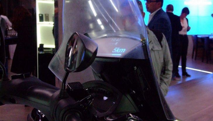 Samsung e Yamaha presentano il Tricity con Smart Windshield - Foto 15 di 27