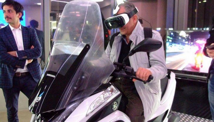 Samsung e Yamaha presentano il Tricity con Smart Windshield - Foto 17 di 27