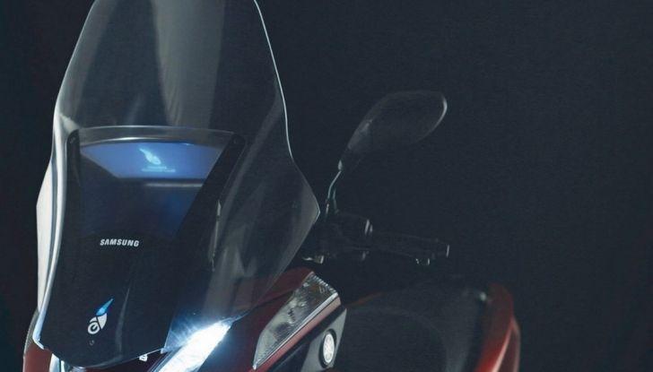 Samsung e Yamaha presentano il Tricity con Smart Windshield - Foto 19 di 27