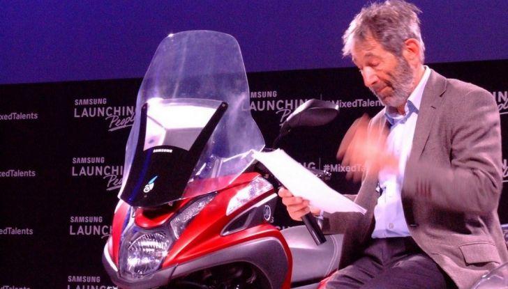 Samsung e Yamaha presentano il Tricity con Smart Windshield - Foto 5 di 27
