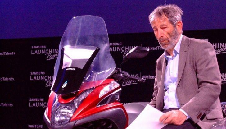 Samsung e Yamaha presentano il Tricity con Smart Windshield - Foto 1 di 27
