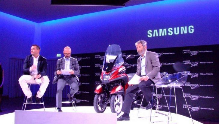 Samsung e Yamaha presentano il Tricity con Smart Windshield - Foto 6 di 27