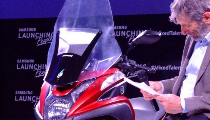 Samsung e Yamaha presentano il Tricity con Smart Windshield - Foto 7 di 27