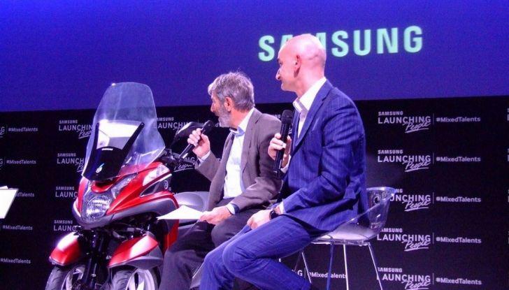 Samsung e Yamaha presentano il Tricity con Smart Windshield - Foto 9 di 27