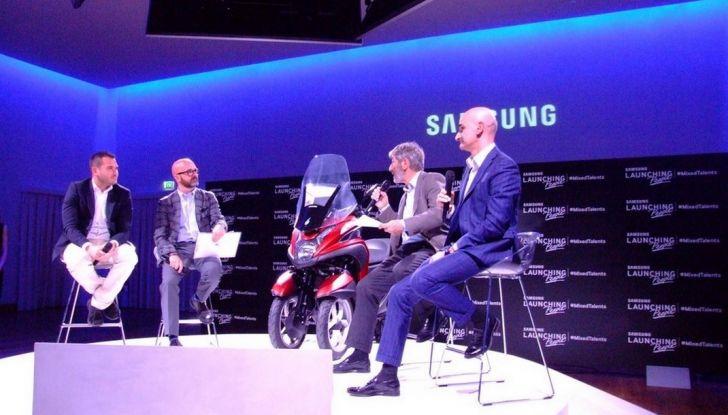 Samsung e Yamaha presentano il Tricity con Smart Windshield - Foto 10 di 27