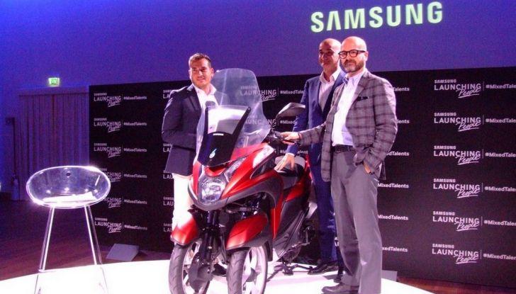 Samsung e Yamaha presentano il Tricity con Smart Windshield - Foto 11 di 27