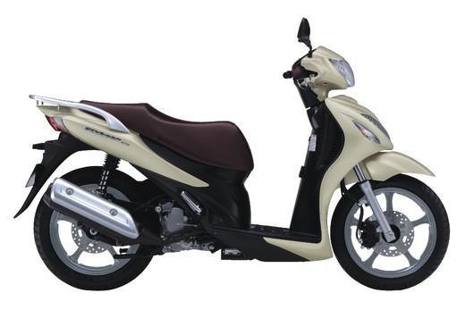 Suzuki Sixteen - Foto 1 di 5