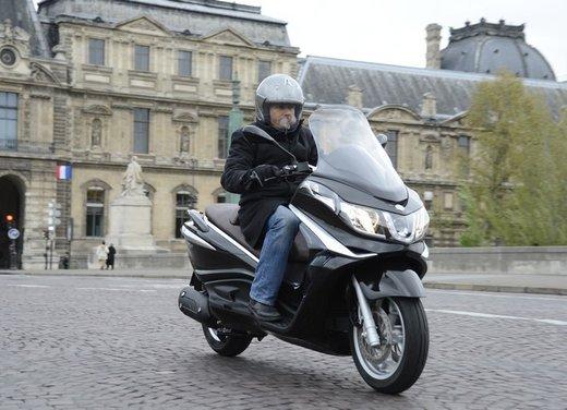 Piaggio X10: prova su strada dello scooter GT