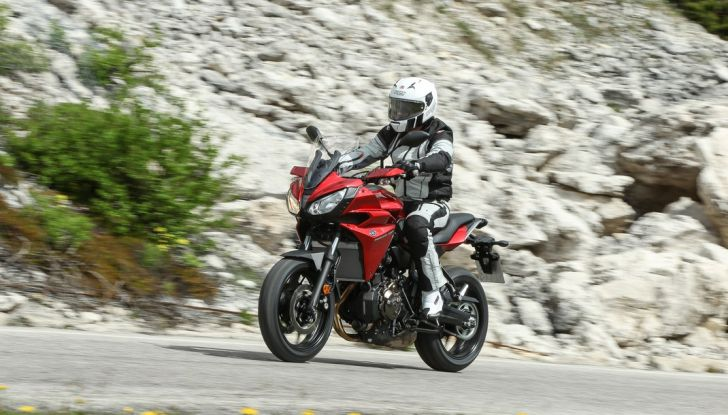 Prova su strada Yamaha Tracer 700: la Sport Tourer unica e affidabile - Foto 6 di 23