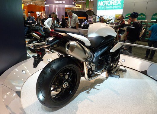 Triumph Speed Triple R - Foto 12 di 15
