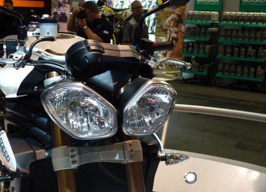 Triumph Speed Triple R ad un prezzo di 14.495 Euro - Foto 13 di 15