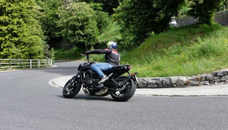 Yamaha MT-09: prova della naked 3 cilindri made in Japan - Foto 9 di 25