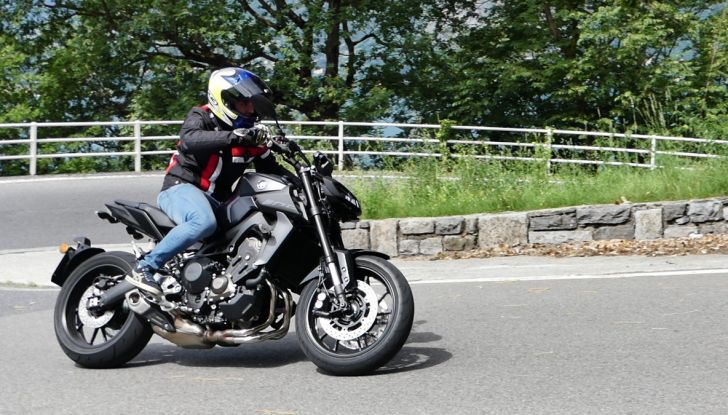 Yamaha MT-09: prova della naked 3 cilindri made in Japan - Foto 13 di 25