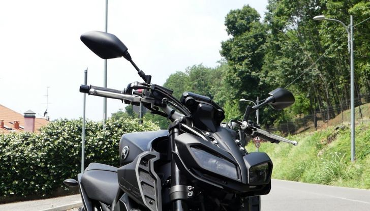 Yamaha MT-09: prova della naked 3 cilindri made in Japan - Foto 14 di 25