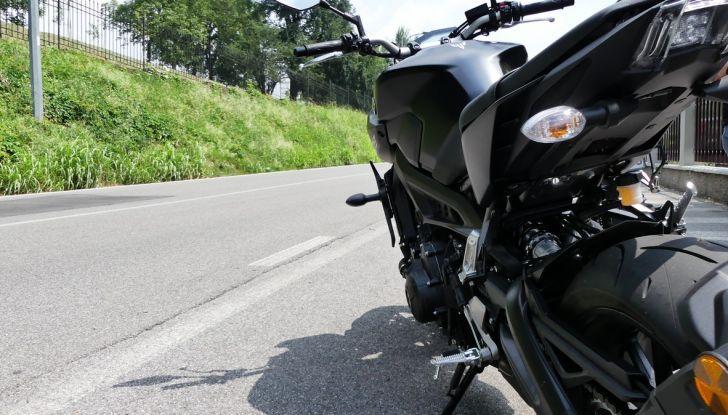Yamaha MT-09: prova della naked 3 cilindri made in Japan - Foto 18 di 25