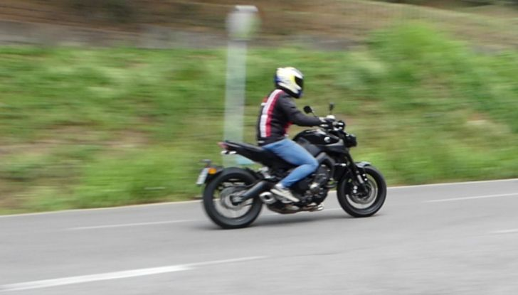 Yamaha MT-09: prova della naked 3 cilindri made in Japan - Foto 25 di 25