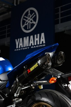 "Yamaha R1 2010 ""Akrapovic"" - Foto 4 di 16"