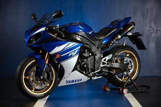 "Yamaha R1 2010 ""Akrapovic"" - Foto 9 di 16"