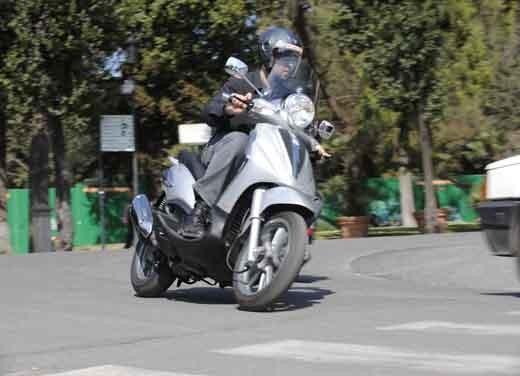 Piaggio Beverly Tourer 300 ie – Test Ride - Foto 2 di 5