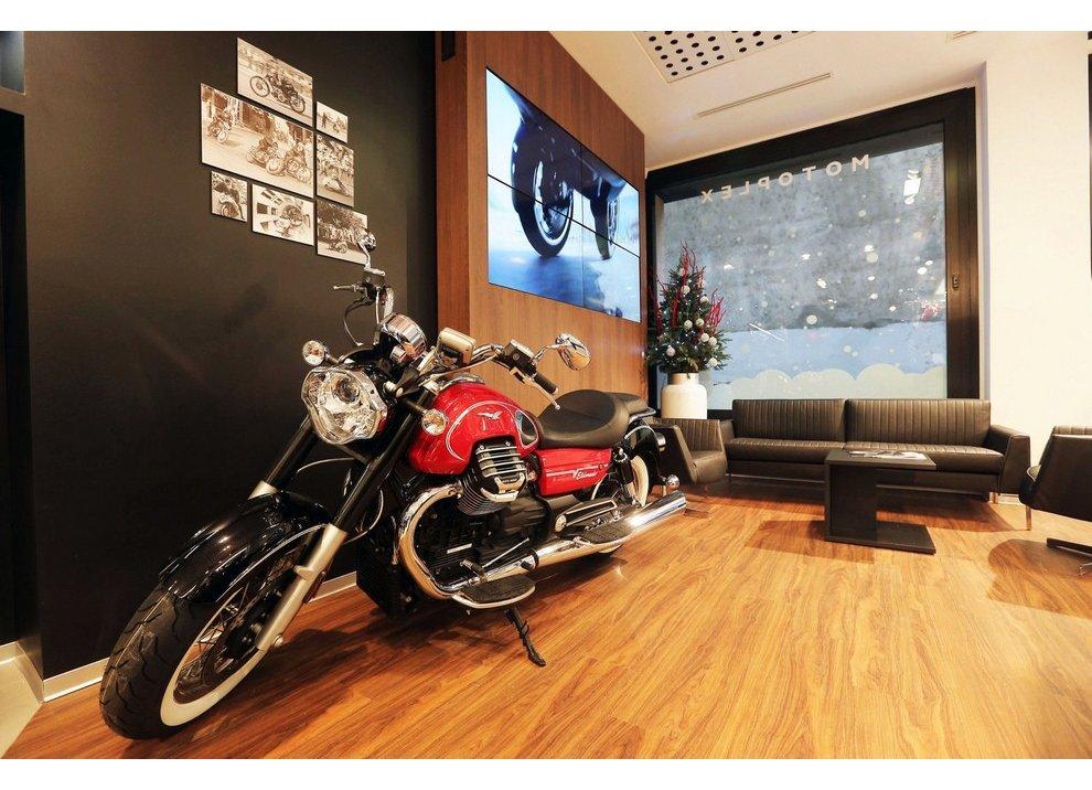 Motoplex, il gruppo Piaggio riunito in un unico store a Milano - Foto 2 di 4