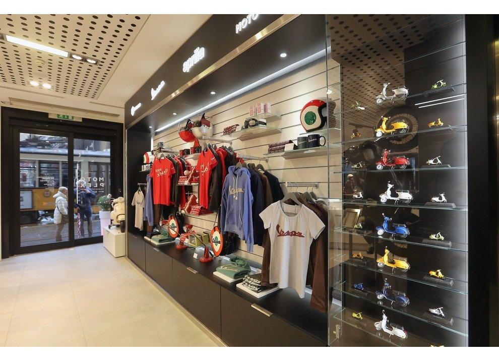 Motoplex, il gruppo Piaggio riunito in un unico store a Milano - Foto 3 di 4