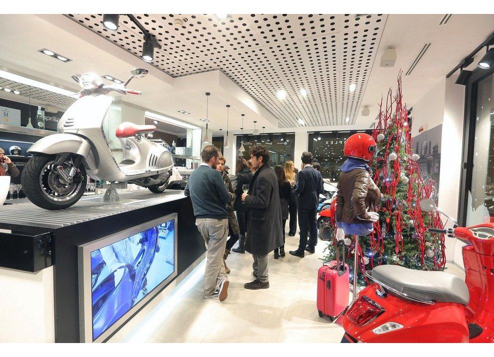 Motoplex, il gruppo Piaggio riunito in un unico store a Milano - Foto 4 di 4