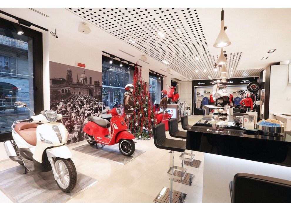 Motoplex, il gruppo Piaggio riunito in un unico store a Milano - Foto 1 di 4