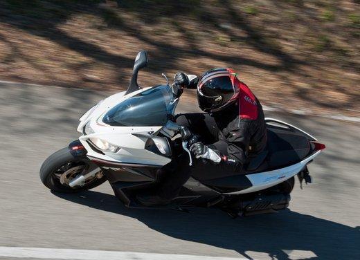 Aprilia SRV 850: prova su strada del maxi scooter sportivo di Noale - Foto 17 di 25