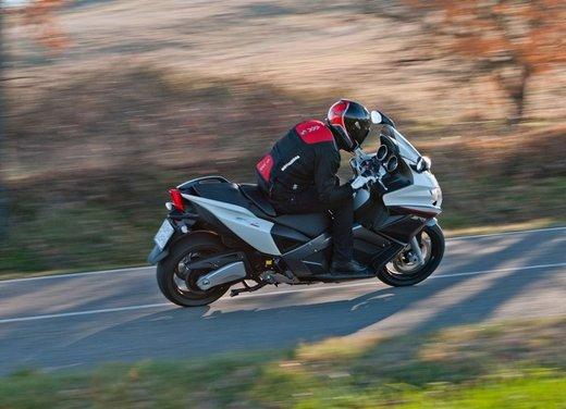 Aprilia SRV 850: prova su strada del maxi scooter sportivo di Noale - Foto 18 di 25