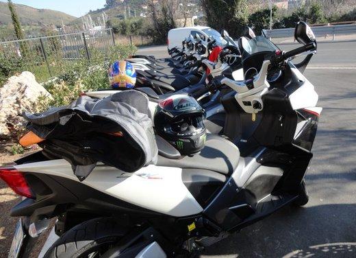 Aprilia SRV 850: prova su strada del maxi scooter sportivo di Noale - Foto 2 di 25