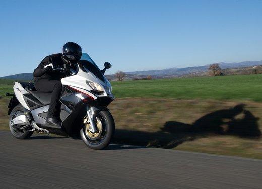 Aprilia SRV 850: prova su strada del maxi scooter sportivo di Noale
